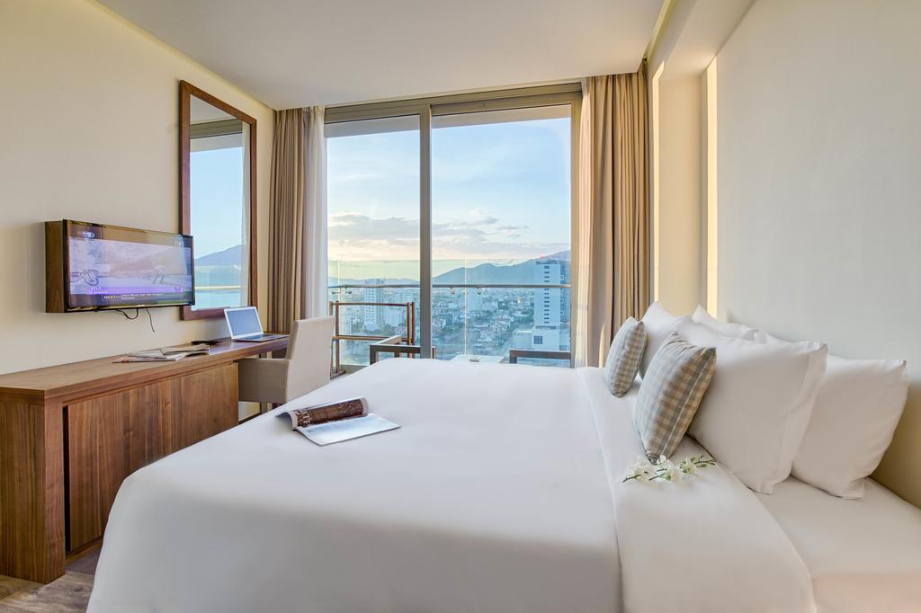 A-La-Carte-Danang-Beach-Hotel | Halong Tours Booking